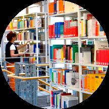 Bibliothek mit gut sortiertem Katalog