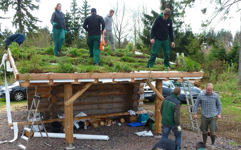 Schutzhütte im Thüringer Wald bekommt ein grünes Dach