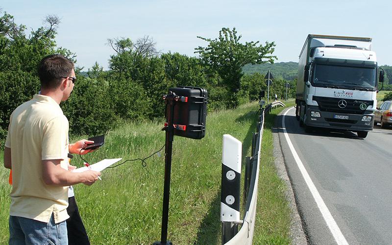 Verkehr koordinieren - Im Labor für Telematik und Kfz-Technik