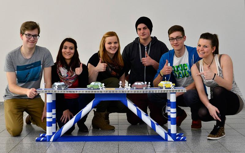 Schüler bauen Brücken für Erfurt