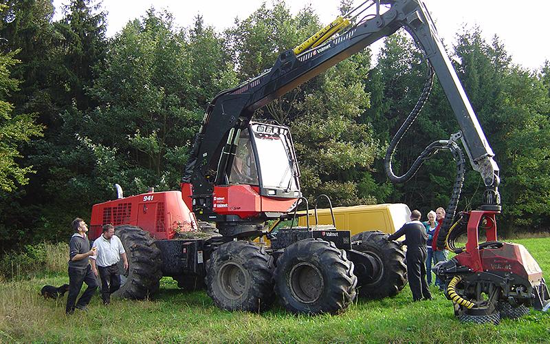Exkursionen zeigen Holzerntetechnik in der praktischen Anwendung