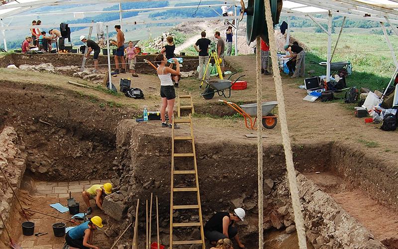 Ausgrabungen begleiten, wie zum Beispiel in Rumänien.