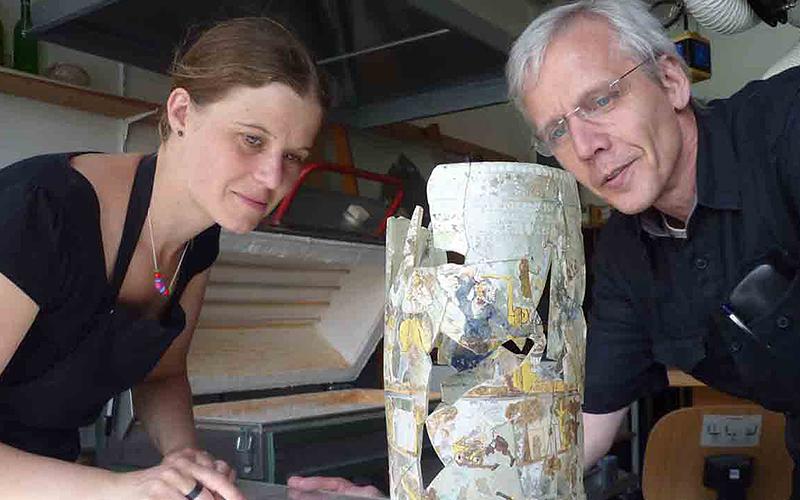 Arbeiten an Objekten aus Glas - der Bergwerkshumpen aus Halberstadt